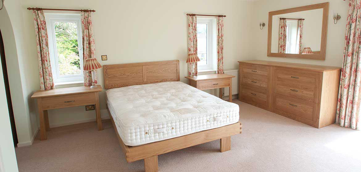 http://www.dafurniture.co.uk/wp-content/uploads/2014/02/Oak-bed.jpg