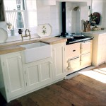 Unfitted painted kitchen