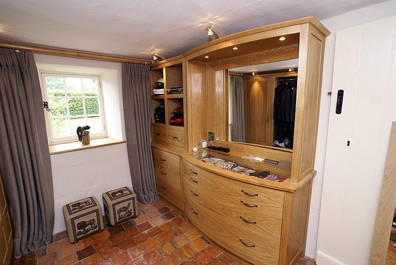 Cloakroom furniture in oak